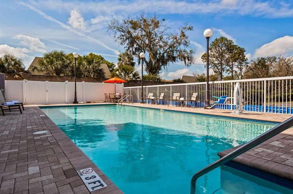 Bw Plus Chain Of Lakes Inn Suites Hotel In Leesburg Florida Leesburg Fl Hotels